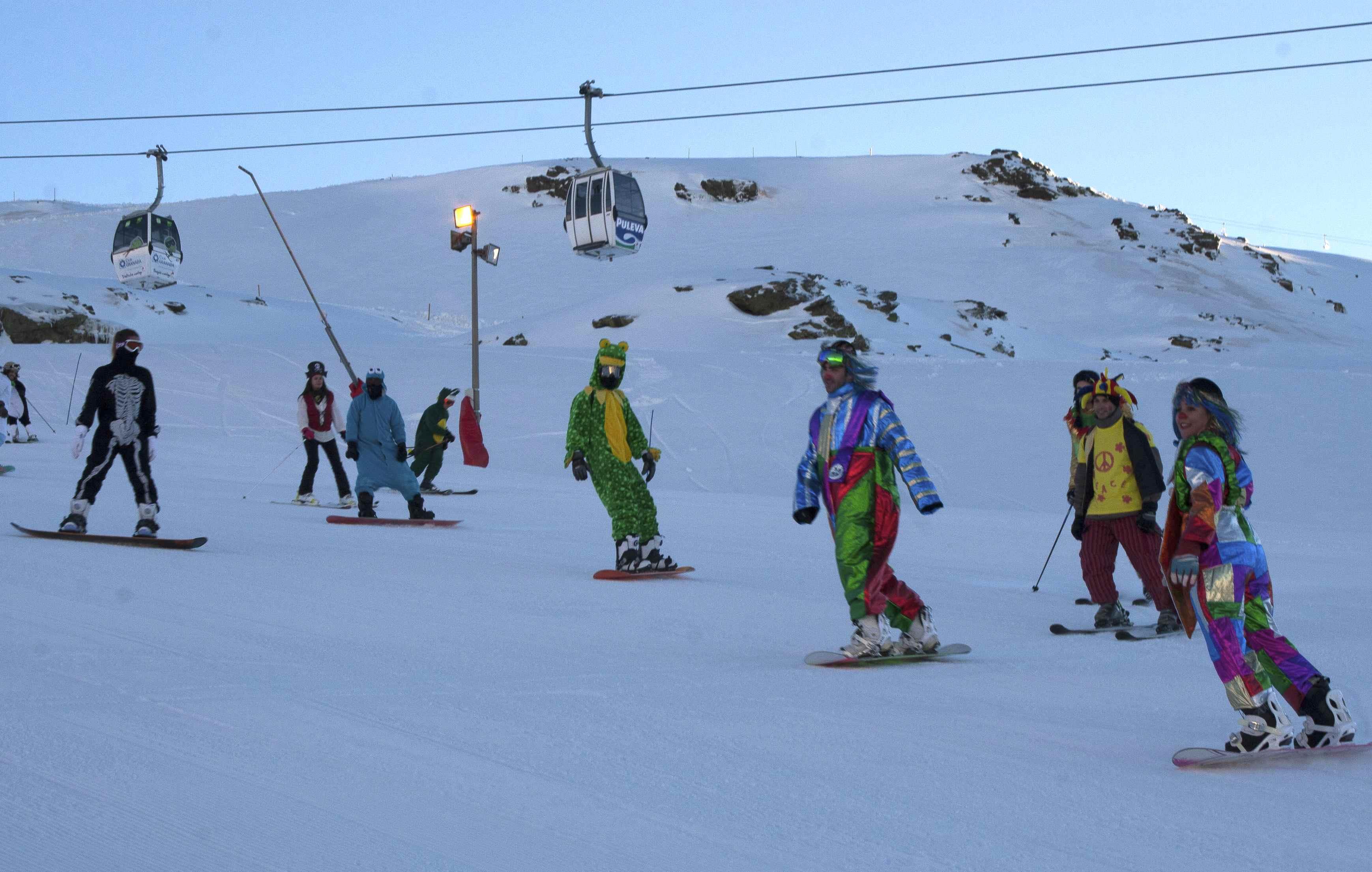 Esquiando disfrazados en Sierra Nevada